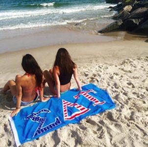 SDT Suny New Paltz enjoying their Sig Delt Summer!